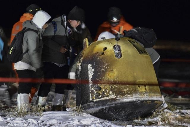 Trung Quốc lần đầu đưa mẫu vật từ mặt trăng về trái đất sau 44 năm - 1