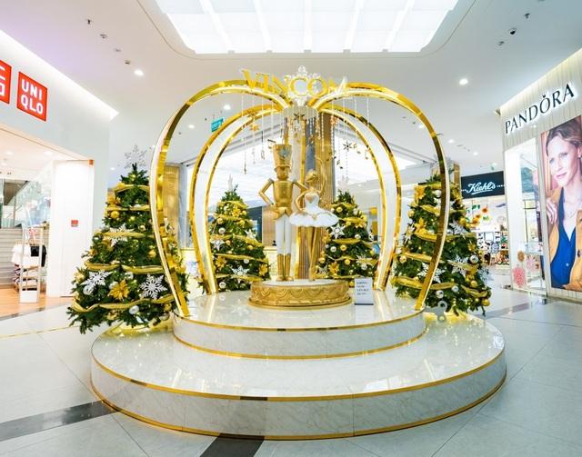 Khám phá thế giới cổ tích nhiệm màu qua không gian Giáng sinh tại Vincom - 4
