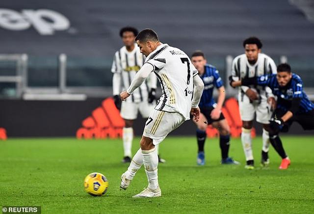 C.Ronaldo đá hỏng phạt đền, Juventus rơi điểm đáng tiếc - 3