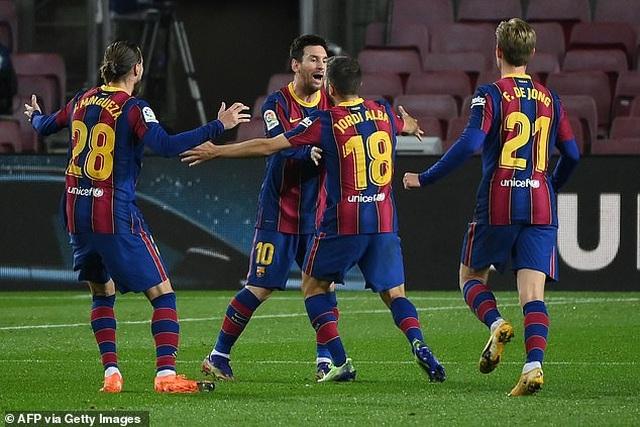 Messi im tiếng, Barcelona vẫn đánh bại đội đầu bảng Sociedad - 4