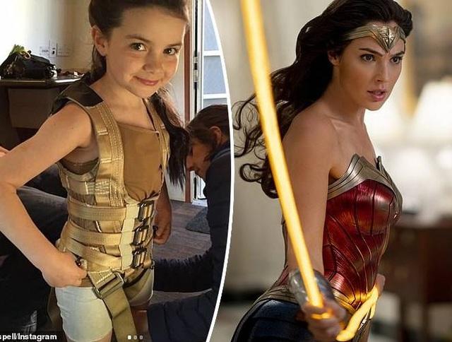 Cô bé đang đi mua sắm thì được mời đóng... Wonder Woman - 2