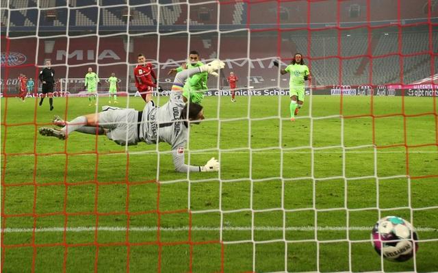 Cú đúp của Lewandowski giúp Bayern Munich đánh bại Wolfsburg - 3