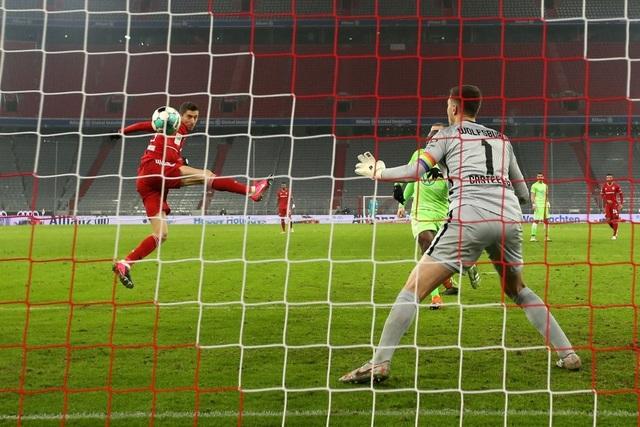 Cú đúp của Lewandowski giúp Bayern Munich đánh bại Wolfsburg - 2
