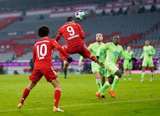 Cú đúp của Lewandowski giúp Bayern Munich đánh bại Wolfsburg - 1