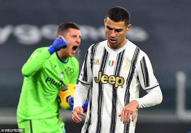 C.Ronaldo đá hỏng phạt đền, Juventus rơi điểm đáng tiếc - 4