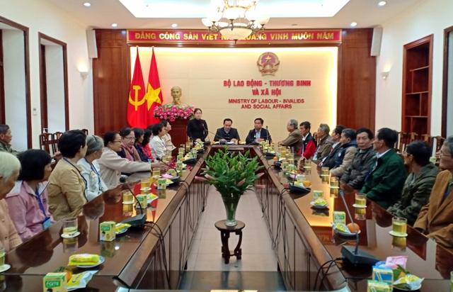 Bộ LĐ-TBXH gặp mặt đoàn đại biểu người có công tỉnh Vĩnh Long - 1