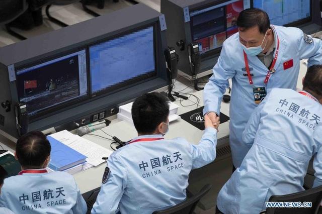 Trung Quốc lần đầu đưa mẫu vật từ mặt trăng về trái đất sau 44 năm - 4