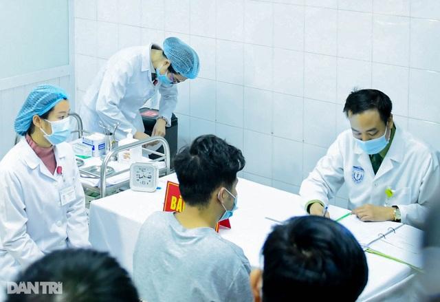Bắt đầu nâng liều tiêm thử vắc xin Covid-19 Việt Nam lên gấp đôi - 1