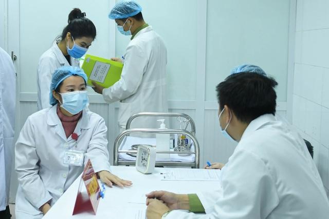 Sức khỏe của những người đầu tiên tiêm vắc xin Covid-19 Việt Nam ra sao? - 3