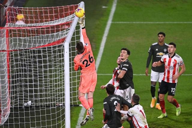 Những khoảnh khắc Man Utd vượt ải Bramall Lane thành công - 17