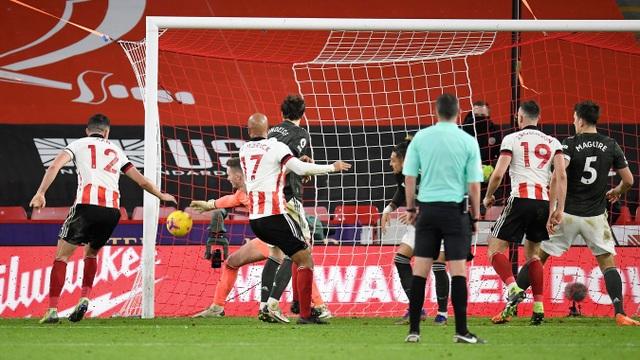 Những khoảnh khắc Man Utd vượt ải Bramall Lane thành công - 18