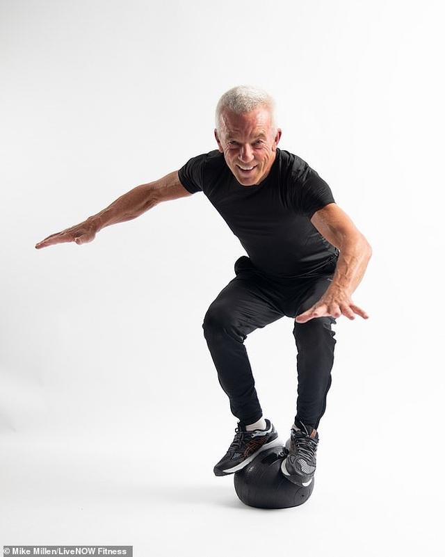Ngưỡng mộ dáng vóc của nam người mẫu 67 tuổi  - 5