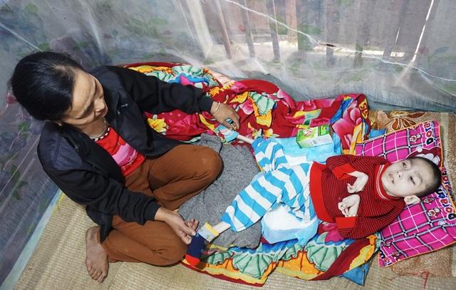 Đau nhói lòng cảnh cậu bé 15 năm nằm một chỗ, thân hình khô quắt - 1