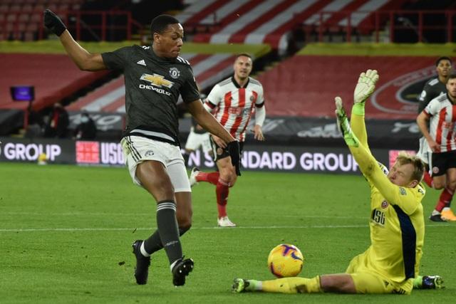 Những khoảnh khắc Man Utd vượt ải Bramall Lane thành công - 11