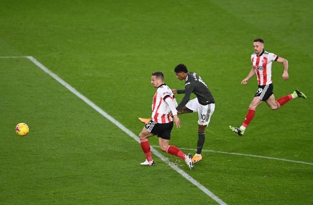 Những khoảnh khắc Man Utd vượt ải Bramall Lane thành công - 10