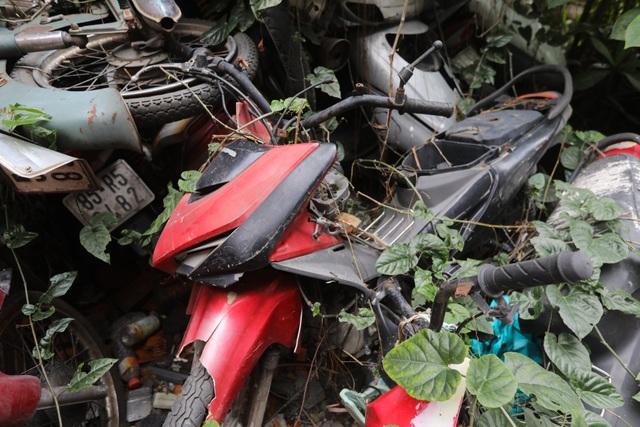 Hơn 500 chiếc xe máy vô chủ chất đống trong bến xe - 9