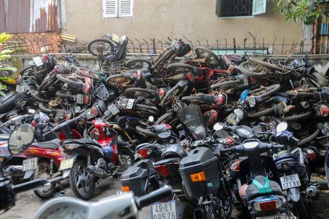 Hơn 500 chiếc xe máy vô chủ chất đống trong bến xe - 6