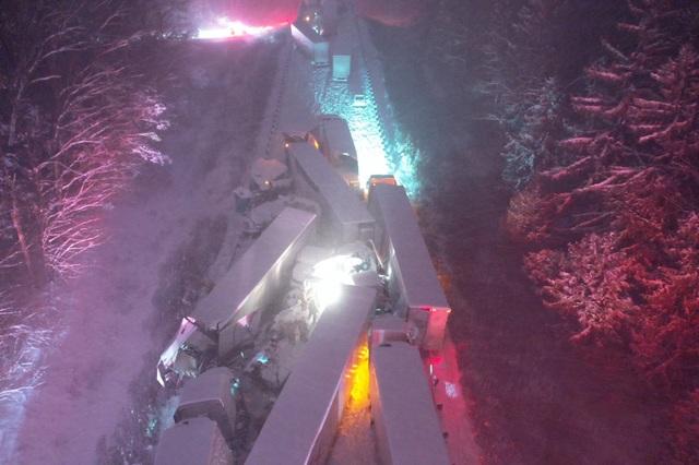 66 xe hơi Mỹ đâm liên hoàn giữa bão tuyết kỷ lục - 2
