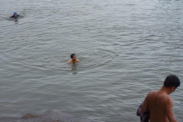 Bãi tắm tiên độc nhất Hà Nội giữa giá rét 12 độ C - 7