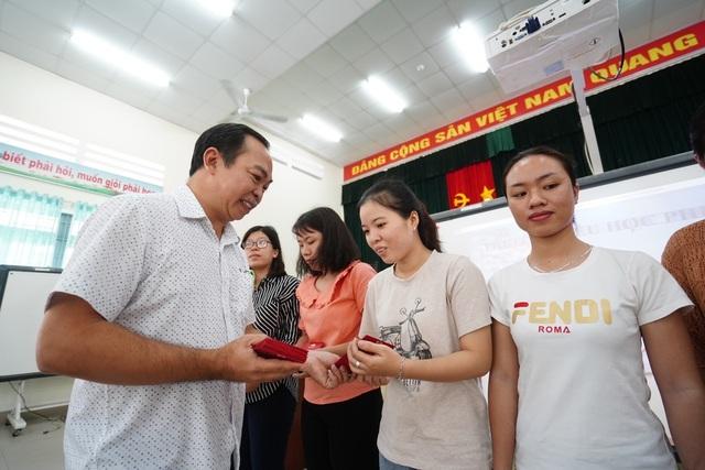TPHCM: Chăm lo Tết cho giáo viên khó khăn 1 triệu đồng/người - 1