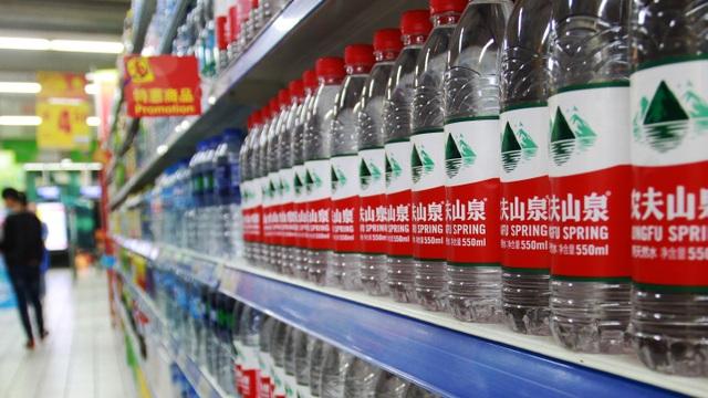 Trở thành nữ tỷ phú giàu nhất Trung Quốc nhờ bán nước tẩy rửa - 3