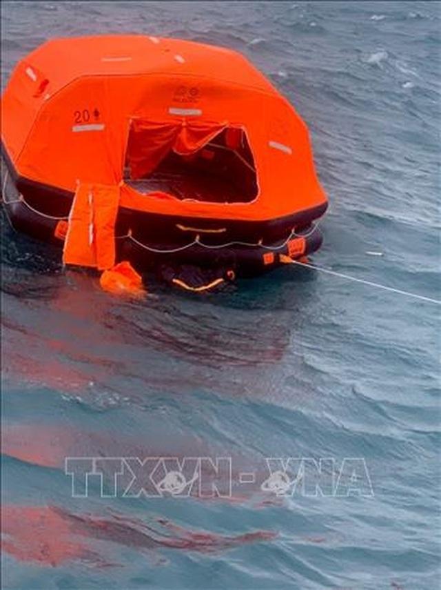 Cứu sống 10 người trên tàu Panama bị chìm gần đảo Phú Quý - 1