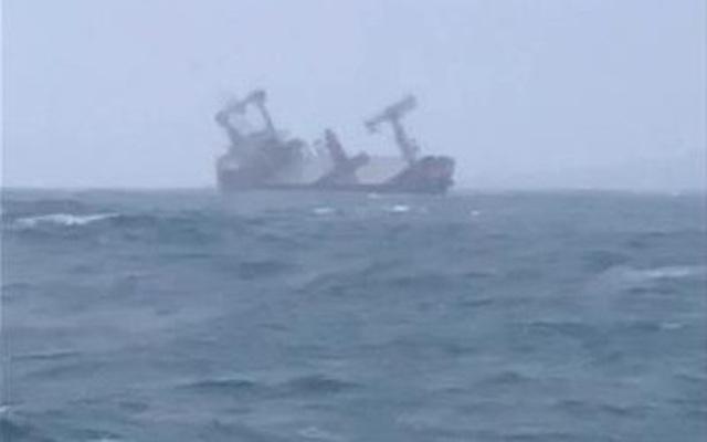 Cứu sống 10 người trên tàu Panama bị chìm gần đảo Phú Quý - 2