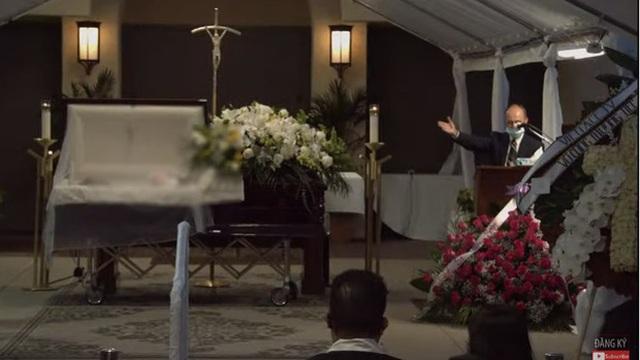 Bà xã Chí Tài nén đau thương, ôm chặt di ảnh chồng trong tang lễ tại Mỹ - 10