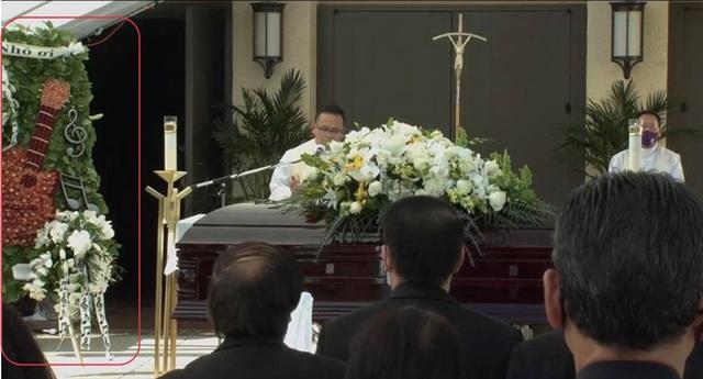Xúc động hình ảnh cây đàn lặng yên một góc trong tang lễ danh hài Chí Tài - 2