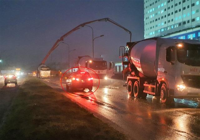 Doanh nghiệp ngang nhiên chiếm đường thi công khiến giao thông hỗn loạn - 2