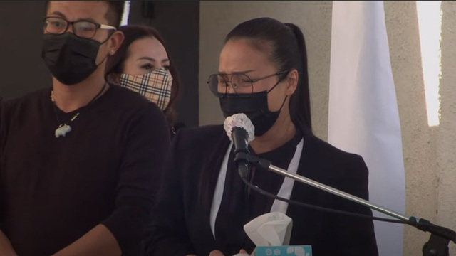 Bà xã Chí Tài nén đau thương, ôm chặt di ảnh chồng trong tang lễ tại Mỹ - 7