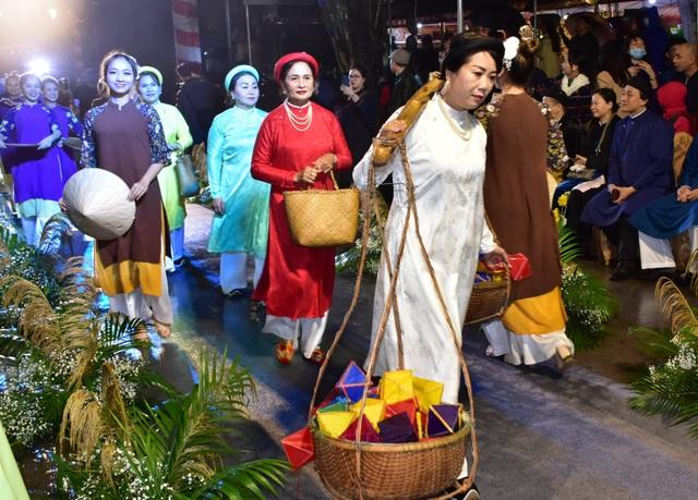 Bừng sắc áo dài xưa tại cố đô Huế - 7