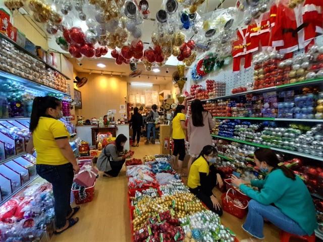 Thị trường Noel tại Đà Nẵng: Cây thông đắt hàng - 1
