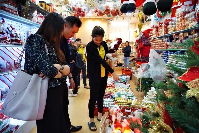 Thị trường Noel tại Đà Nẵng: Cây thông đắt hàng - 9