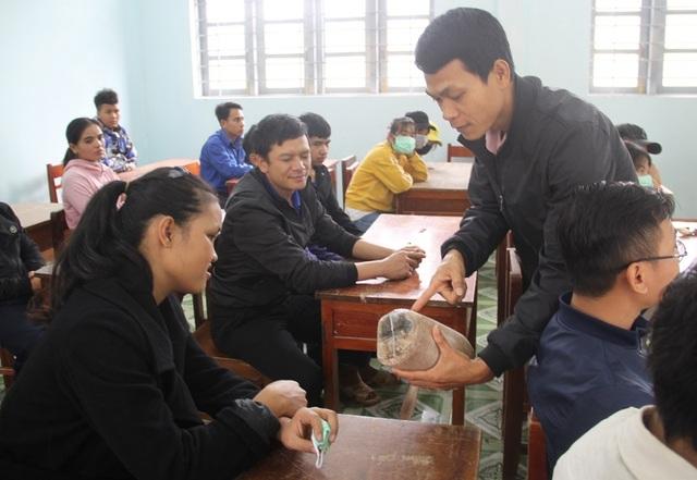Dạy trồng nấm sò cho thanh niên ở cổng trời An Toàn - 3