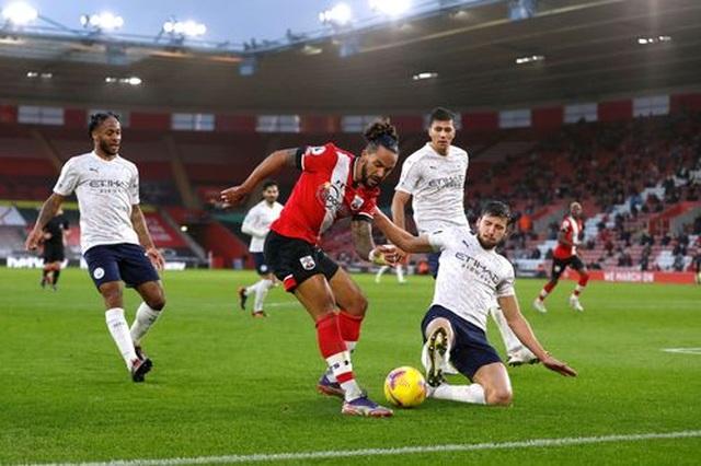 Thắng Southampton, Man City  vượt lên trên Man Utd - 3