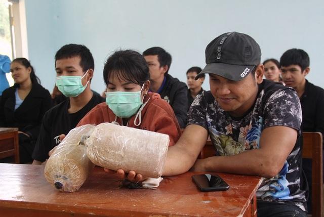 Dạy trồng nấm sò cho thanh niên ở cổng trời An Toàn - 2