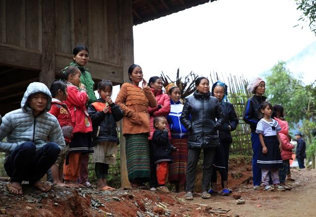 Khánh thành cầu Dân trí: Hết cảnh người dân đánh đu với tử thần qua suối - 10