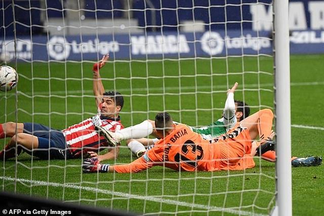 Luis Suarez lập cú đúp, Atletico tiếp tục dẫn đầu La Liga - 3