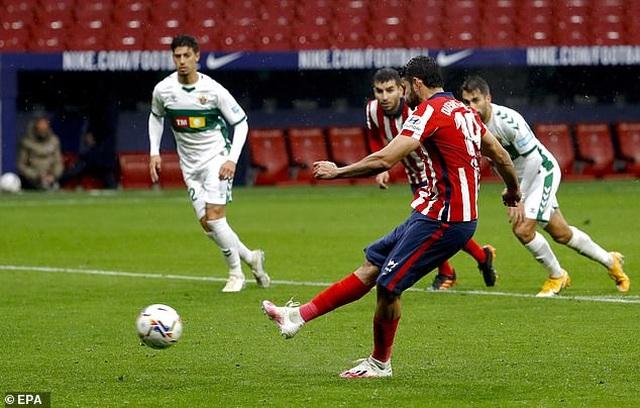 Luis Suarez lập cú đúp, Atletico tiếp tục dẫn đầu La Liga - 5