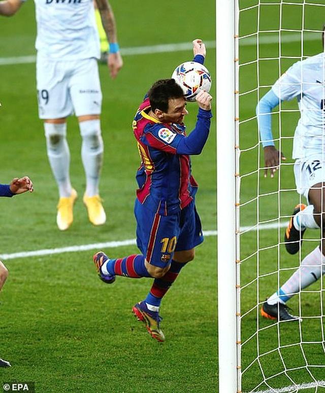 Messi san bằng kỷ lục của Pele, Barcelona vẫn bị Valencia cầm hòa - 8