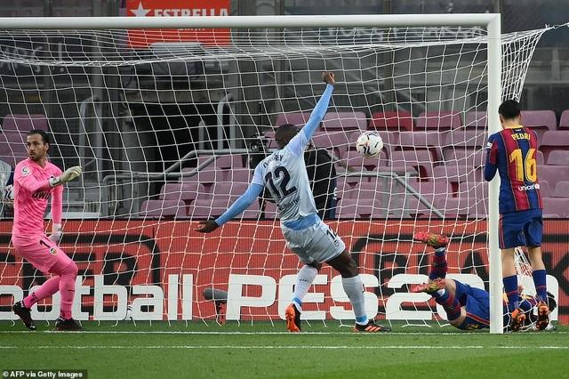 Messi san bằng kỷ lục của Pele, Barcelona vẫn bị Valencia cầm hòa - 10