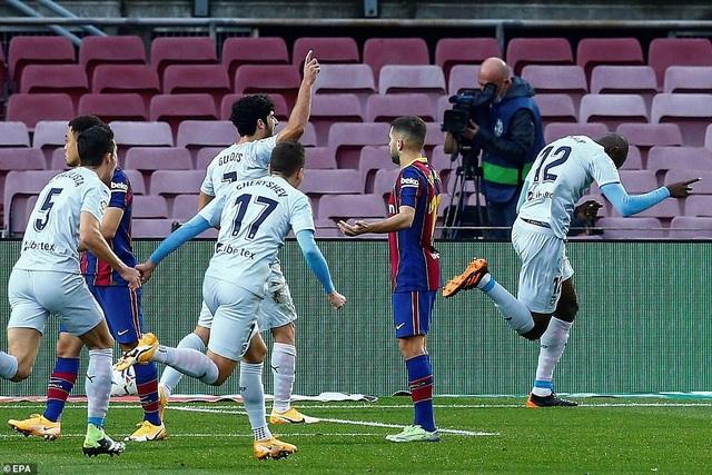 Messi san bằng kỷ lục của Pele, Barcelona vẫn bị Valencia cầm hòa - 3