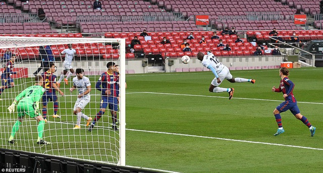 Messi san bằng kỷ lục của Pele, Barcelona vẫn bị Valencia cầm hòa - 1