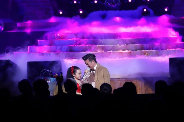 Hồ Quỳnh Hương biểu diễn trên sân khấu gây bất ngờ với khán giả Thủ đô - 4
