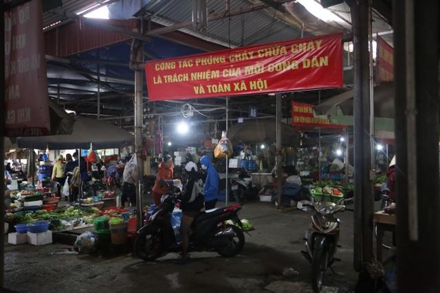 Cận cảnh chợ 18 tỷ đồng để... thả gà ở Hà Nội - 7