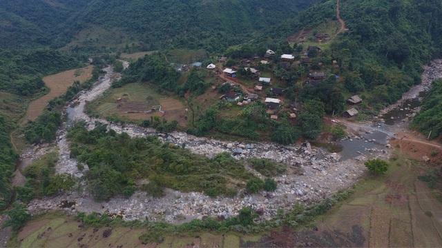Khánh thành cầu Dân trí: Hết cảnh người dân đánh đu với tử thần qua suối - 6