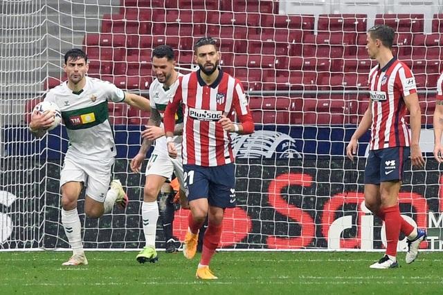 Luis Suarez lập cú đúp, Atletico tiếp tục dẫn đầu La Liga - 4