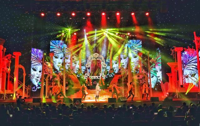 Hồ Quỳnh Hương biểu diễn trên sân khấu gây bất ngờ với khán giả Thủ đô - 9