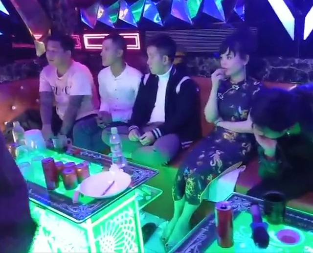 Xóa tụ điểm karaoke với nhiều khách phê ma túy xuyên đêm - 1
